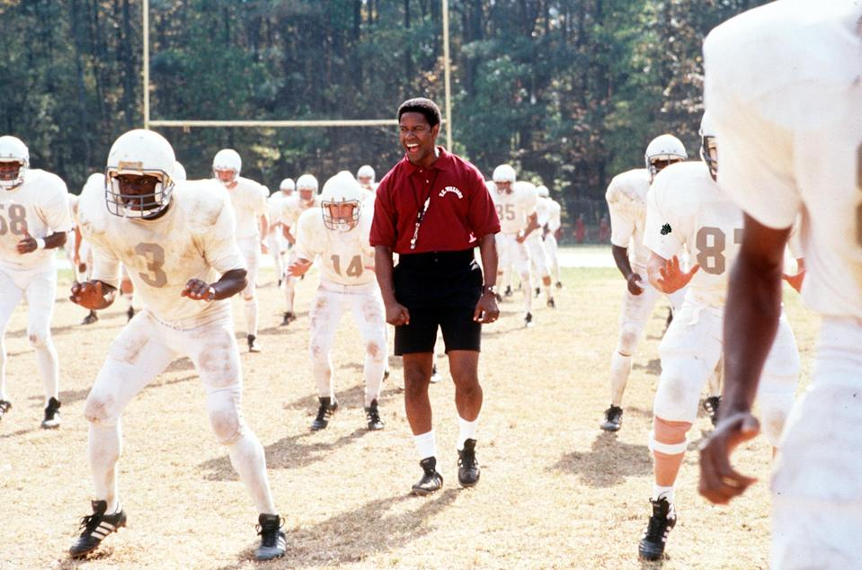 """Denzel Washington Stars In """"Remember The Titans.""""  (Photo By Getty Images)"""