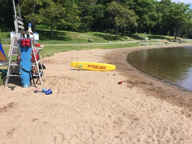 Birch Cove Beach in Dartmouth is shown in this file photo. A risk advisory for possible blue-green algae has been lifted. (Paul Palmeter/CBC - image credit)