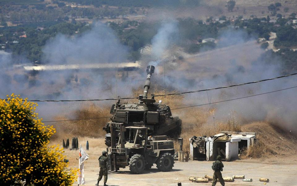 Israeli self-propelled howitzers take position in the northern town of Kiryat Shmona following rocket fire from Lebanon, on August 4, 2021. - Jalaa MAREY / AFP