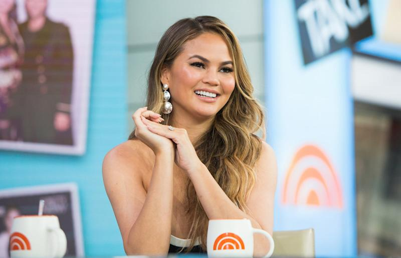 Just to clarify, Chrissy Teigen is *not* trying to buy a sports team