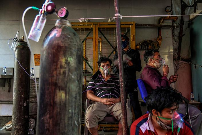 "With hospitals full, COVID-19 patients receive oxygen outside a Sikh temple in Delhi on April 25.<span class=""copyright"">Atul Loke—The New York Times/Redux</span>"