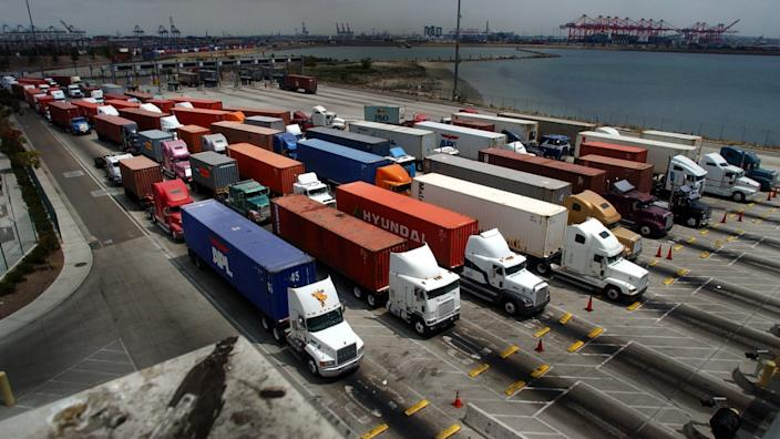 "Trucks line up at the entrance of a cargo terminal in the Port of Long Beach. <span class=""copyright"">(Beatrice de Gea / Los Angeles Times)</span>"