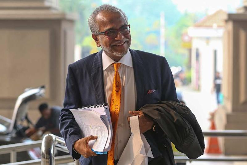 Lawyer Tan Sri Muhammad Shafee Abdullah arrives at the Kuala Lumpur High Court Complex, September 10, 2019. ― Picture by Yusof Mat Isa