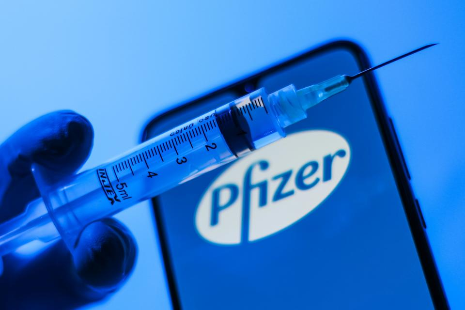 Conceptual photo of vaccine and Pfizer. On Tuesday, April 28, 2020, the American pharmaceutical Pfizer announced that a vaccine for COVID-19 (new coronavirus) may be ready for emergency use in the United States from September. Vaccine testing has already started in Germany and is expected to start in the US next week. (Photo by Cadu Rolim/Fotoarena/Sipa USA)