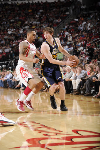 HOUSTON, TX - APRIL 11: Gordon Hayward #20 of the Utah Jazz drives the ball against Courtney Lee #5 of the Houston Rockets on April 11, 2012 at the Toyota Center in Houston, Texas. (Photo by Bill Baptist/NBAE via Getty Images)