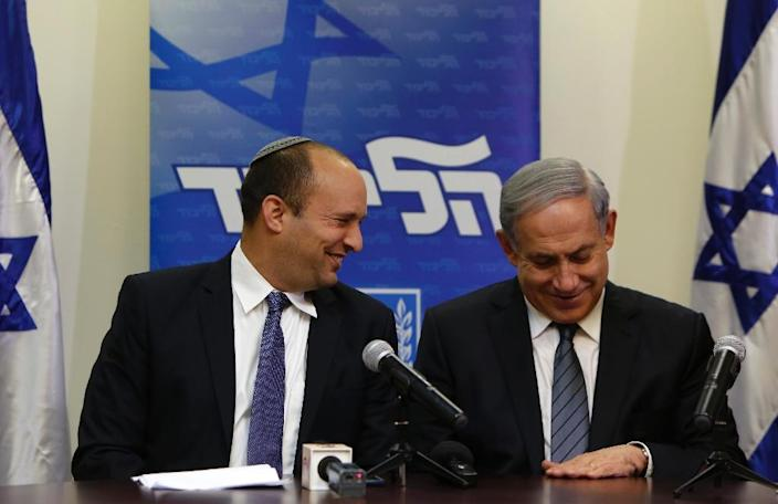 Israeli Prime Minister Benjamin Netanyahu (R) and the head of the right-wing Jewish Home party at a press conference announcing formation of coalition government and agreement with Jewish Home (AFP Photo/Gali Tibbon)