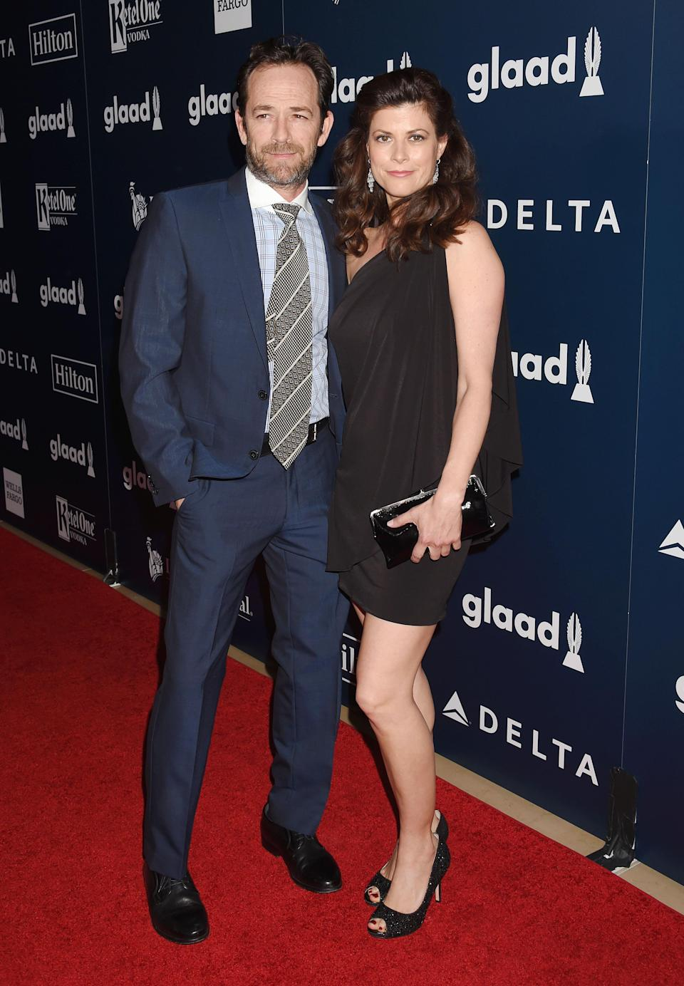 Luke Perry and fiancée, Wendy Madison Bauer in 2017. Image via Getty Images.