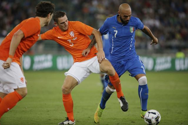 Italy's Simone Zaza, right, and Netherlands' Stefan de Vrij vie for the ball during a friendly soccer match between Italy and The Netherlands in Bari, Italy, Thursday, Sept. 4, 2014. (AP Photo/Gregorio Borgia)
