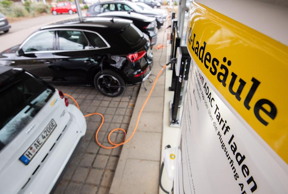 Charging points and electric cars in the Hannover region, Germany. Photo: Julian Stratenschulte/Picture Alliance via Getty