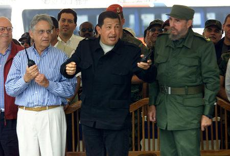 FILE PHOTO: Venezuela's President Hugo Chavez (C) gestures next to Brazil's President Fernando Henrique Cardoso (L) and Cuba's President Fidel Castro during the inauguration ceremony which marked the opening of a hydro-electricity project in Santa Elena de Uairen, Venezuela August 13, 2001. REUTERS/Stringer/File Photo