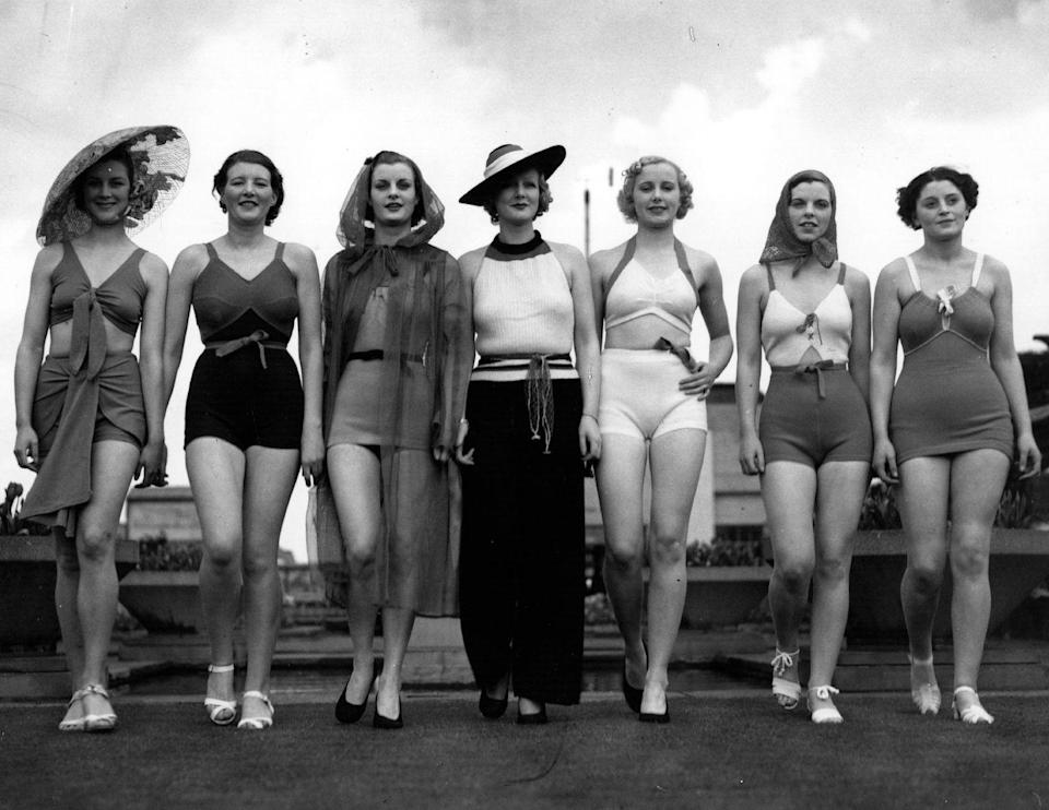 <p>These sunbathing beauties show off beach glamour in its original form. </p>