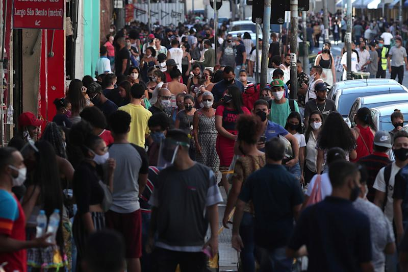 People walk at a popular shopping street as the city eases restrictions and allows commerce to open amid the coronavirus disease (COVID-19) outbreak, in Sao Paulo, Brazil, June 11, 2020. REUTERS/Amanda Perobelli