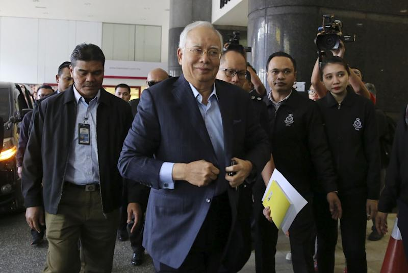 Former prime minister Datuk Seri Najib Razak arrives at the Bukit Aman Commercial Crime Department in Kuala Lumpur September 20, 2018. — Picture by Yusof Mat Isa