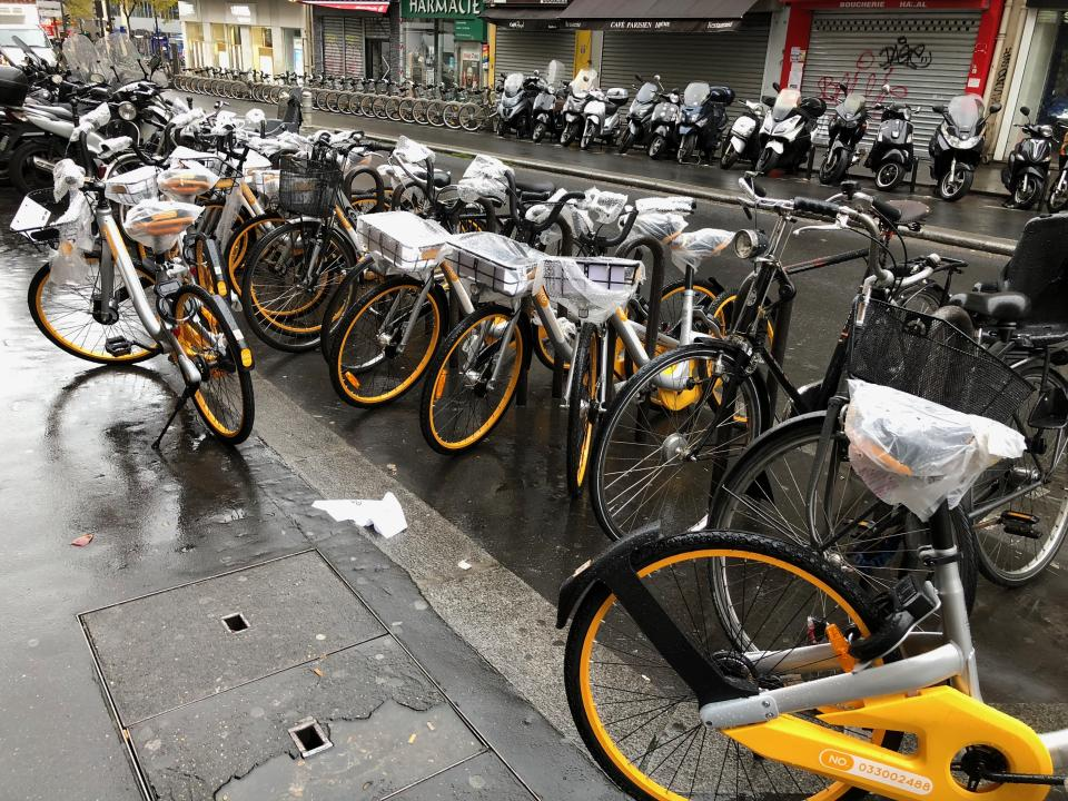 A dozen Bikes from Obike in Paris