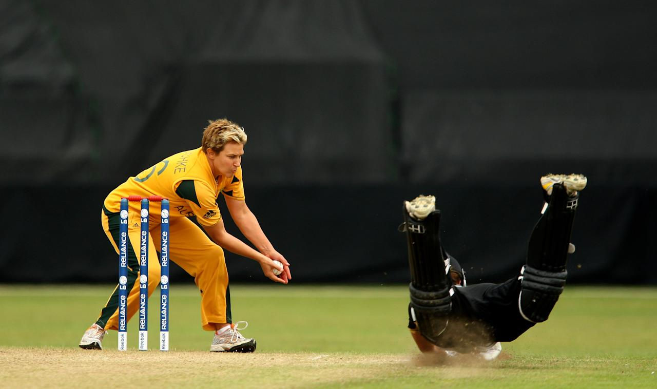 TAUNTON, ENGLAND - JUNE 12:  Suzie Bates of New Zealand dives in to save her wicket from the attempted runout by Shelley Nitschke of Australia during the ICC Women's Twenty20 World Cup match between Australia and New Zealand at The County Ground on June 12, 2009 in Taunton, England.  (Photo by Richard Heathcote/Getty Images)