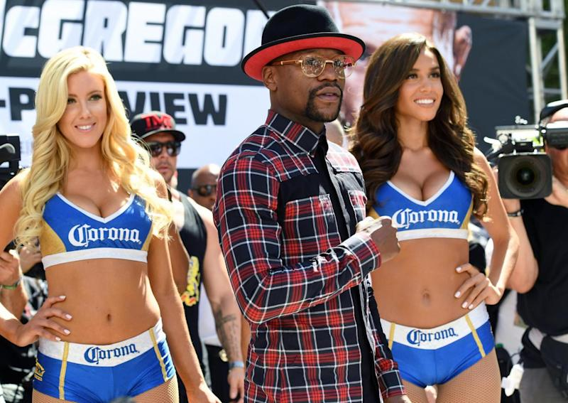 Mayweather and the Corona girls (Getty)