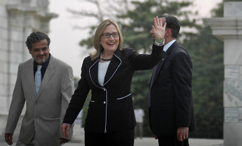 U.S. Secretary of State Hillary Rodham Clinton, waves during a visit to the Victoria Memorial Hall in Kolkata, India, Sunday, May 6, 2012. Clinton arrived in the former colonial capital of 14 million on Sunday after visits to China and Bangladesh. (AP Photo)