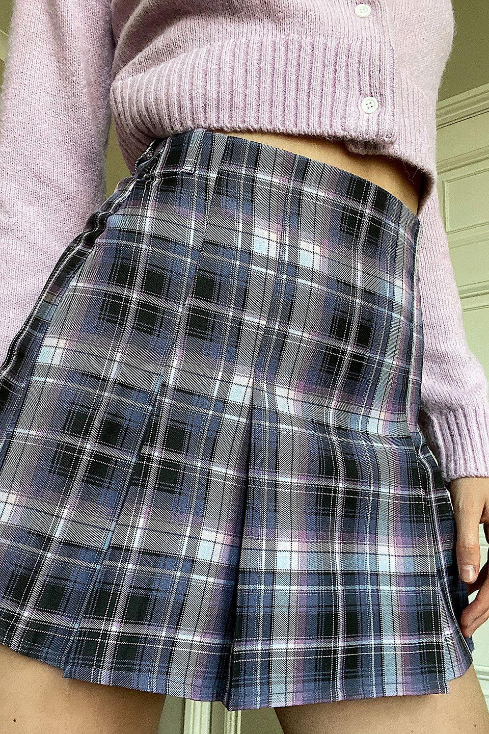 """<p><a href=""""https://www.urbanoutfitters.com/fr-fr/shop/uo-boxy-pleat-ombre-check-kilt?category=SEARCHRESULTS&color=066&searchparams=q%3Dcarreaux&type=REGULAR&quantity=1"""" rel=""""nofollow noopener"""" target=""""_blank"""" data-ylk=""""slk:Acheter chez Urban Outfitters - 49 €"""" class=""""link rapid-noclick-resp"""">Acheter chez Urban Outfitters - 49 €</a></p>"""