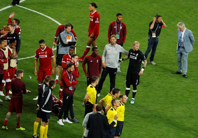 Soccer Football - Champions League Final - Real Madrid v Liverpool - NSC Olympic Stadium, Kiev, Ukraine - May 26, 2018 Liverpool's Loris Karius is dejected with manager Juergen Klopp after losing the Champions League final REUTERS/Phil Noble