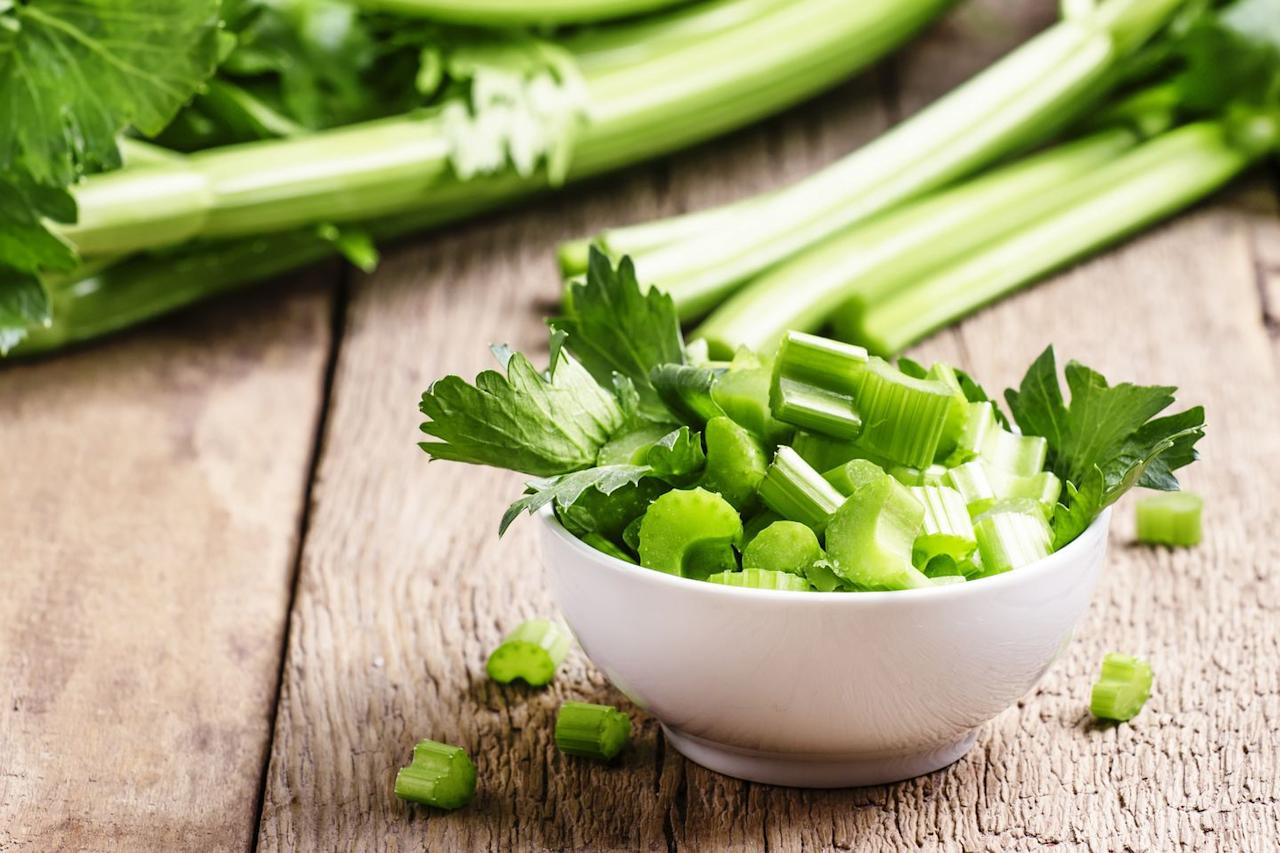 <p><strong>Quantity:</strong> Around 2 medium stalks of celery </p><p><strong>Per serving:</strong> 14 calories, 0.7 g protein, 3 g carbs, 0.2 g fat</p>