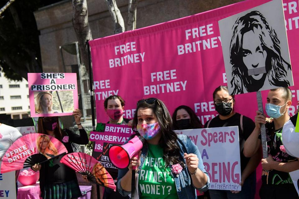 Free Britney supporters rally outside a Los Angeles courthouse this month. (Photo: PATRICK T. FALLON/AFP via Getty Images)
