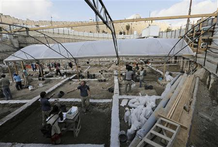 People work in a new dig on the fringes of the archaeological site known as the City of David, situated just outside the Old City in East Jerusalem January 23, 2014. REUTERS/Ammar Awad