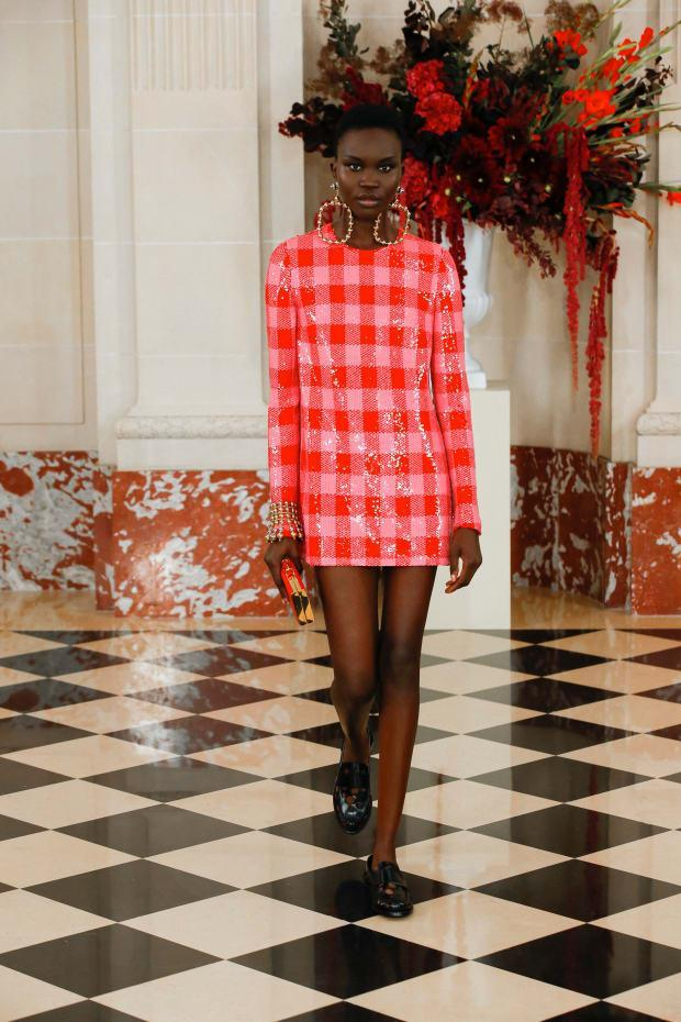 <p>A look from the Carolina Herrera Spring 2022 collection. </p><p>Photo: Imaxtree</p>