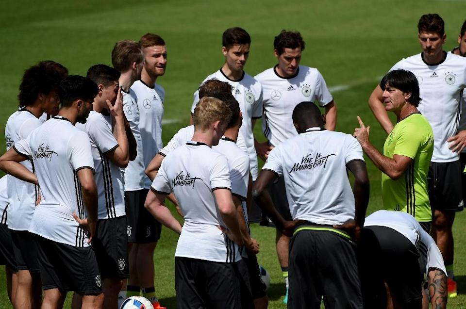 Germany's head coach Joachim Loew (R) speaks to his players during a training session as part of the team's preparation for the upcoming Euro 2016 European football championships, on May 26, 2016 in Ascona (AFP Photo/Patrik Stollarz)