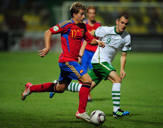 Gerard Deulofeu (L) of Spain vies with Kevin Knight (R) of Ireland during their UEFA European Under-19 Championship football match, near the village of Chiajna village, outside of Bucharest, on July 29, 2011. AFP PHOTO/DANIEL MIHAILESCU (Photo credit should read DANIEL MIHAILESCU/AFP/Getty Images)
