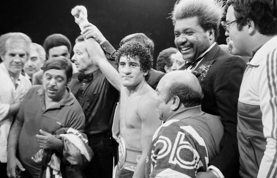 Salvador Sanchez celebrates his victory over Azumah Nelson in their featherweight title fight on July 21, 1982, at Madison Square Garden. (The Ring Magazine/Getty Images)