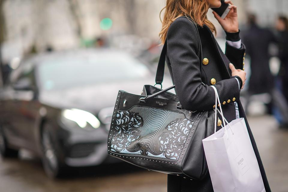"""<p class=""""body-dropcap"""">Fellow Black Friday and Cyber Monday shoppers get excited, for the big retail therapy weekend is slowly but surely on the horizon. And while, sure, we beauty fanatics can always find a reason to invest in a new hot tool, <a href=""""https://www.elle.com/beauty/g36290349/dermatologist-favorite-spf/"""" rel=""""nofollow noopener"""" target=""""_blank"""" data-ylk=""""slk:sunscreen"""" class=""""link rapid-noclick-resp"""">sunscreen</a>, or just the latest and greatest viral product, nothing makes making a haul sweeter than knowing a big ol' discount stood right behind it. Thus, making a plan for one of the biggest shopping days of all the year, all the more important hence, why you and I are here. </p><p>While the money-saving weekend extravaganza is a month and so out, not many of our favorite brands have released what they plan to do sale-wise for the holiday weekend. Don't fret, though! Based on what they did last year, we here at <em>ELLE </em>have a clue on what you can expect to see this year, or at least know what brands participate in the big online commerce event<em>. </em>Ahead, find our favorite products that were marked down for <a href=""""https://www.elle.com/fashion/shopping/a37764313/black-friday-cyber-monday-fashion-deals-2021/"""" rel=""""nofollow noopener"""" target=""""_blank"""" data-ylk=""""slk:Black Friday"""" class=""""link rapid-noclick-resp"""">Black Friday</a> and <a href=""""https://www.elle.com/fashion/shopping/g37854951/amazon-early-black-friday-deals/"""" rel=""""nofollow noopener"""" target=""""_blank"""" data-ylk=""""slk:Cyber Monday"""" class=""""link rapid-noclick-resp"""">Cyber Monday</a> last year that you should keep an eye out for this go-around. Feel free to add them to your cart now to get ready for the big day, and bookmark this page as we'll be updating it with more information as we find out more. </p>"""