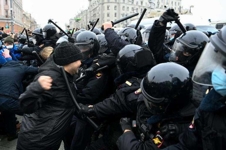 Protesters clash with riot police during a Moscow rally in support of jailed opposition leader Alexei Navalny