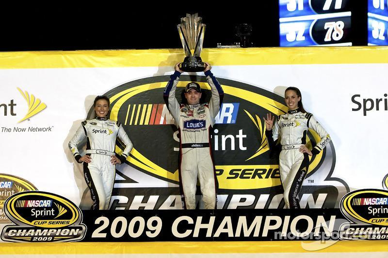 "2009: Jimmie Johnson (Hendrick-Chevrolet)<span class=""copyright"">Motorsport.com / ASP Inc.</span>"