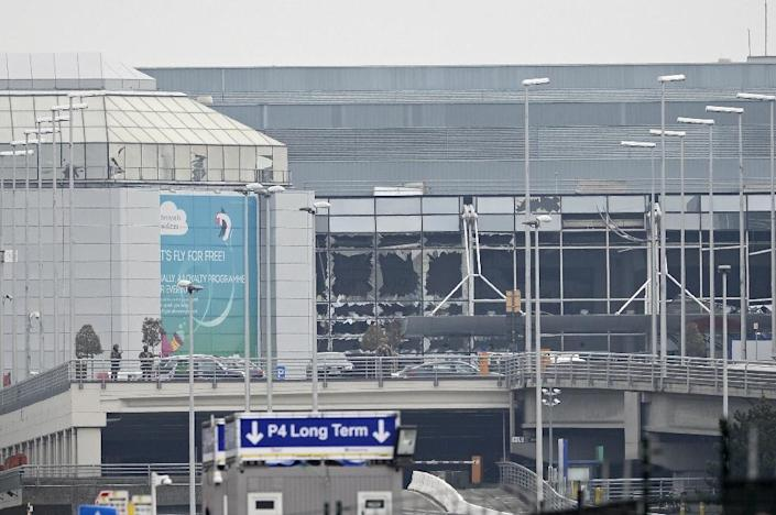 The damage to the facade of Brussels Airport in Zaventem, on March 22, 2016 after two explosions (AFP Photo/Dirk Waem)