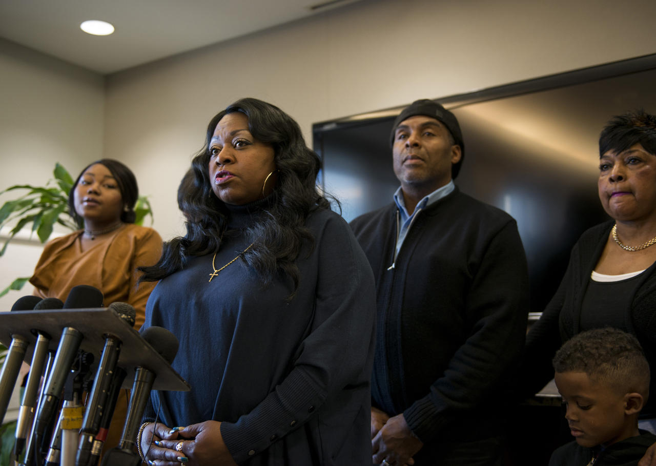 <p>Valerie Castile, mother of Philando Castile, speaks during a press conference on November 16, 2016 in Minneapolis, Minn. (Stephen Maturen/Getty Images) </p>