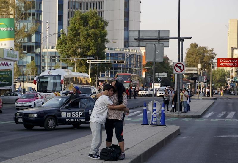 Quake shakes Mexicans out of bed, alarms sound in capital