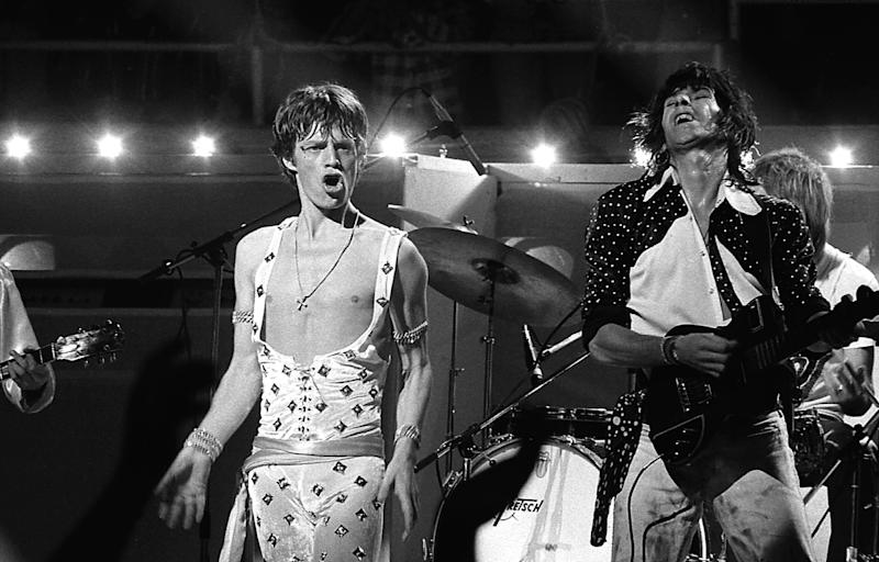 UNITED STATES - JANUARY 01: HONOLULU Photo of Keith RICHARDS and Mick JAGGER and ROLLING STONES, Mick Jagger and Keith Richards performing live onstage (Photo by Robert Knight Archive/Redferns)