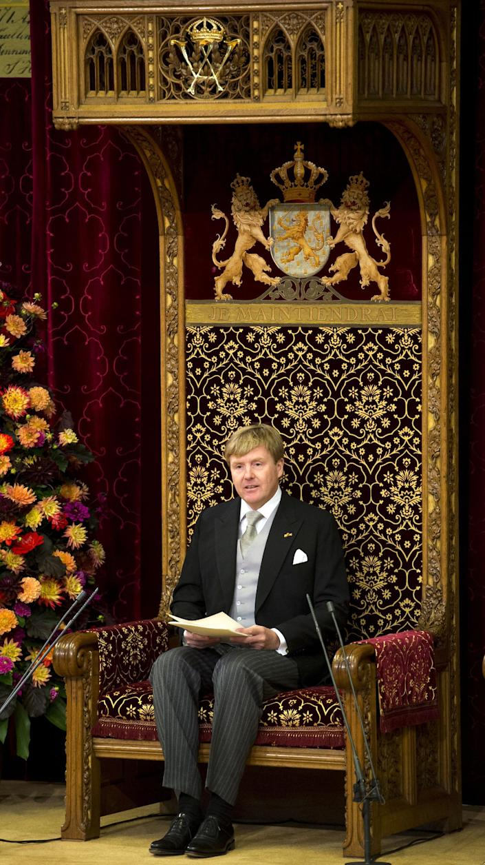 """Netherlands' King Willem-Alexander officially opens the new parliamentary year with a speech outlining the government's plan and budget policies for the year ahead in the 13th century """"Hall of Knights"""" in The Hague, Netherlands, Tuesday, Sept. 17, 2013. (AP Photo/Frank van Beek, Pool)"""