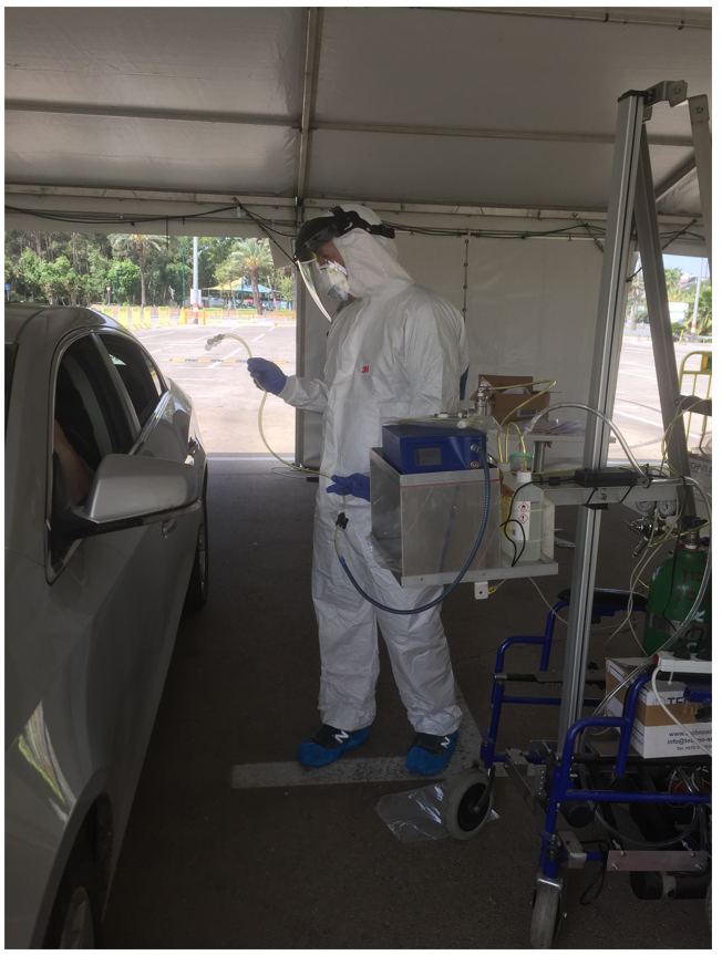 The electronic nose was assessed at a drive-in coronavirus testing centre. (Supplied: Kobi Snitz)