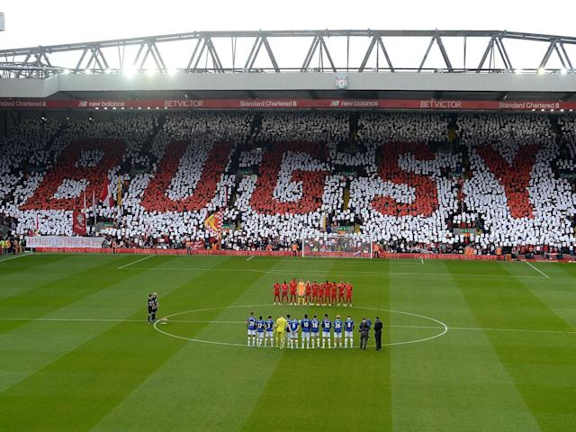 The two clubs paid tribute to Ronnie Moran before kick-off (Getty)