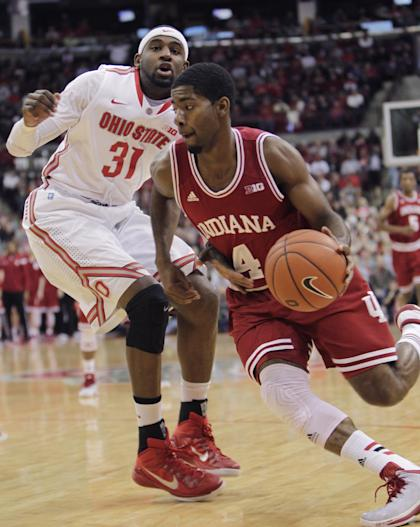 Indiana's Robert Johnson (R) drives past Ohio State's Anthony Lee on Sunday. (AP)