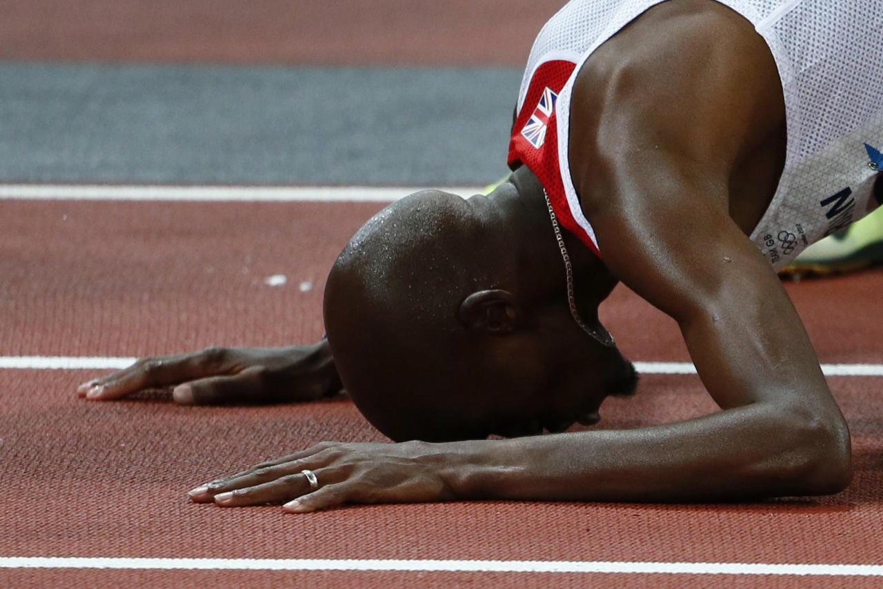 Britain's Mo Farah reacts after winning the men's 10,000m final at the London 2012 Olympic Games at the Olympic Stadium August 4, 2012.    REUTERS/Kai Pfaffenbach (BRITAIN  - Tags: OLYMPICS SPORT ATHLETICS)