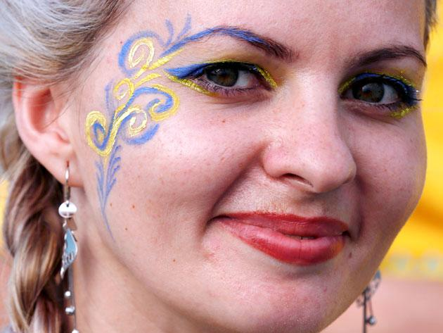 Ukrainian soccer fan waits in front of Donbass Arena before their Group D Euro 2012 soccer match against France at in Donetsk, June 15, 2012.           REUTERS/Yves Herman