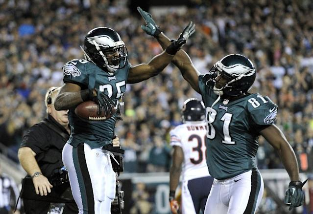 Philadelphia Eagles' LeSean McCoy, left, celebrates with Jason Avant after McCoy's touchdown during the first half of an NFL football game against Chicago Bears, Sunday, Dec. 22, 2013, in Philadelphia. (AP Photo/Michael Perez)