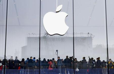 Customers crowd for the opening of an Apple Store in Hangzhou