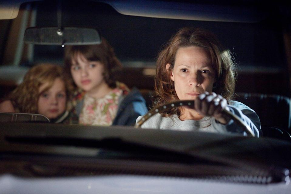 THE CONJURING, from left: Kyla Deaver, Joey King, Lili Taylor, 2013. ph: Michael Tackett/Warner Bros. Pictures/courtesy Everett Collection