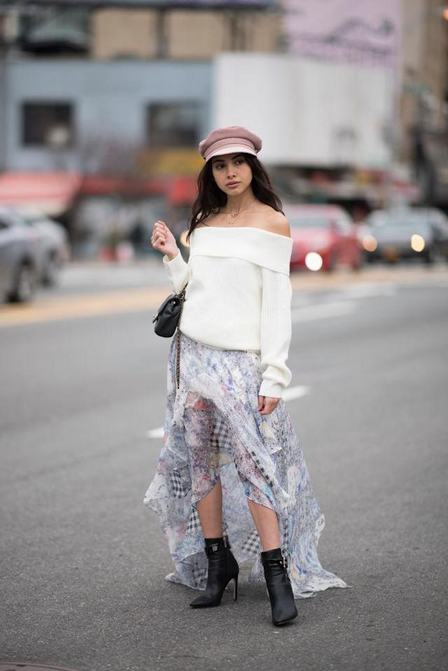 <p>Gee kept coozy in an off-the-shoulder sweater, paired with a summery skirt. (Photo: Getty Images) </p>