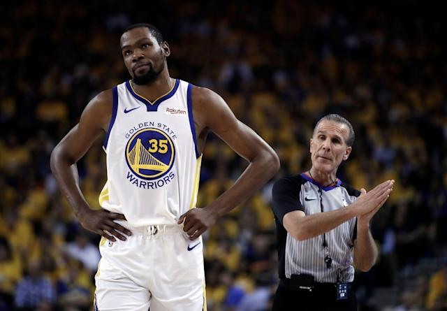"""<a class=""""link rapid-noclick-resp"""" href=""""/nba/players/4244/"""" data-ylk=""""slk:Kevin Durant"""">Kevin Durant</a> escalated his Twitter feud with Fox Sports' Chris Broussard on Wednesday. (AP Photo/Ben Margot, Archivo)"""