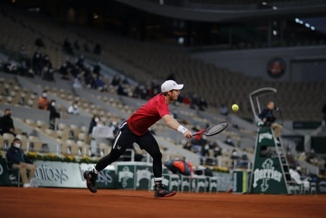 Andy Murray had an uncomfortable night on Court Philippe Chatrier