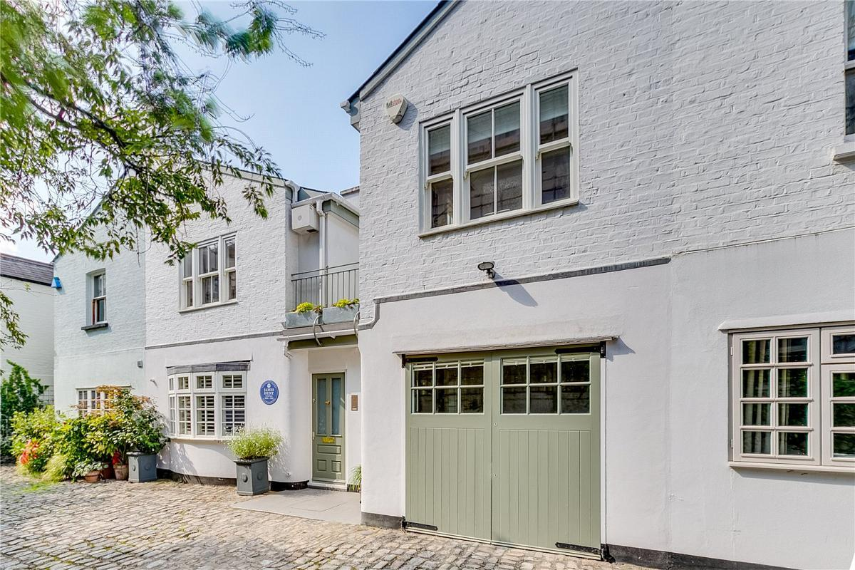 <p>Former British F1 world champion James Hunt bought this mews property in Fulham, London in 1979, shortly after retiring from motor racing. </p>